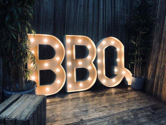 """Sfeervolle """"BBQ"""" Letter (led-verlicht) verlichting- bbq- lichtletters"""