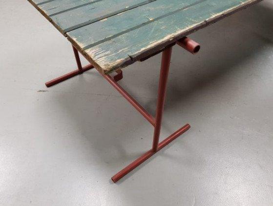 Schraagtafel met stevig metalen onderstel. 220 x 90 cm