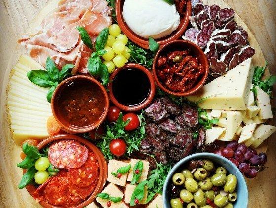 Catering | Luxe Tapasplanken tapas- borrelplank- verjaardag- wedding- tuinfeest- hapjes