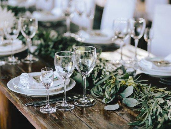 #intiemebruiloft Door het coronavirus zijn veel bruiloften er toe gedwongen om het in een kleinere setting te vieren. Er zijn ook voordelen aan een intieme setting...